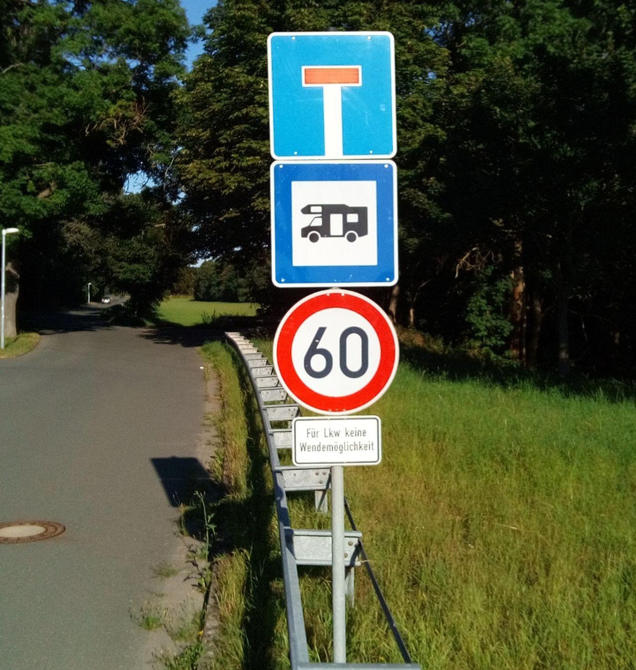 Straße zum Freibad